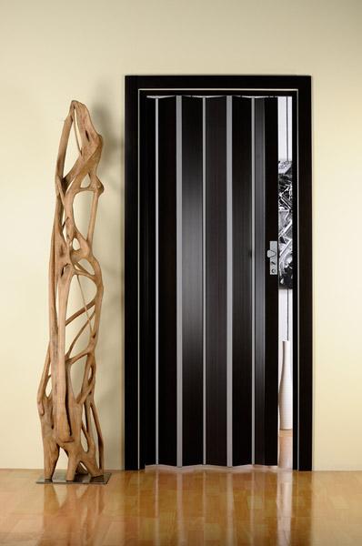 """Компания.  """"предлагает коллекцию итальянских пластиковых дверей-гармошек: Luciana (Лучана)."""